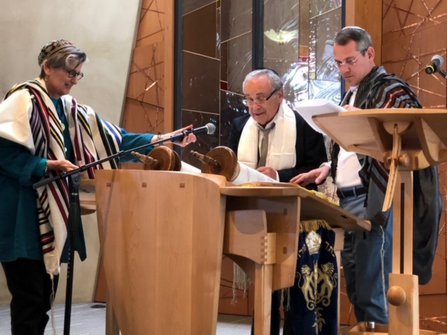 Jeff Cohen chants Torah as Rabbi Lisa and Cantor Juval look on. Photo by Ray Eelsing